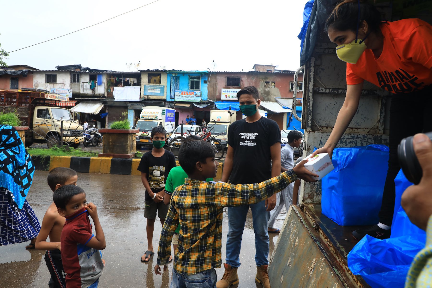 Vegan food aid for the Dharavi slums in Mumbai